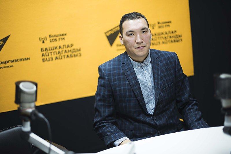 Дерматолог-венеролог республиканской кож-венерологии Кундузбек Тургунбеков во время интервью