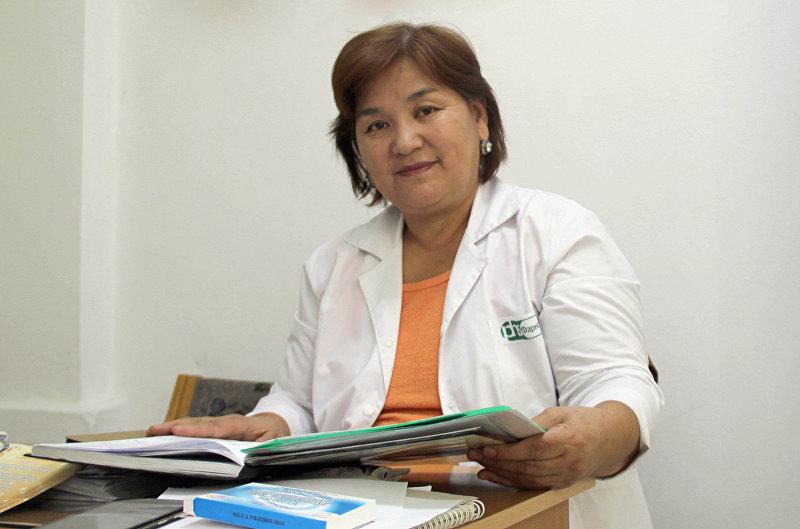 Акушер-гинеколог Гулзина Мадраимова в своем кабинете