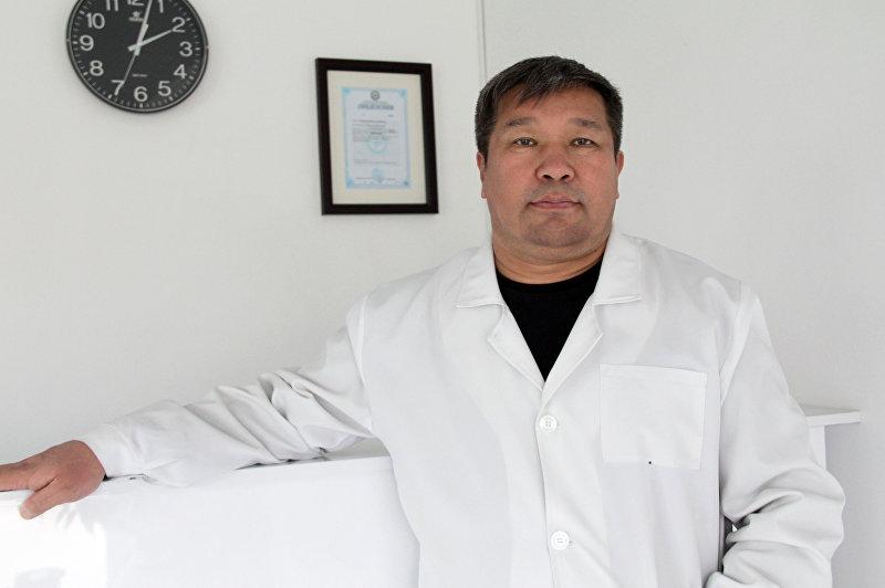 Доктор медицинских наук, уролог-андролог и сексопатолог Жаныбек Мамбетов во время интервью