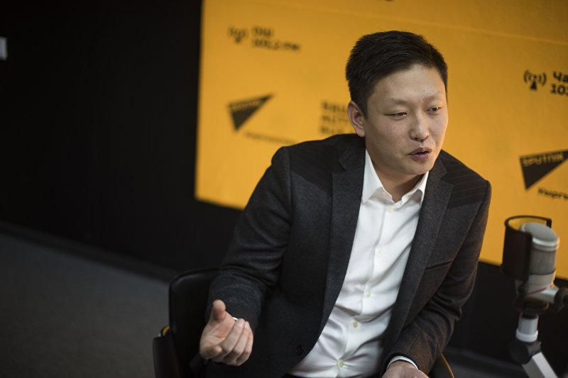 Профессиональный шеф-повар Виктор Цой во время интервью Sputnik Кыргызстан