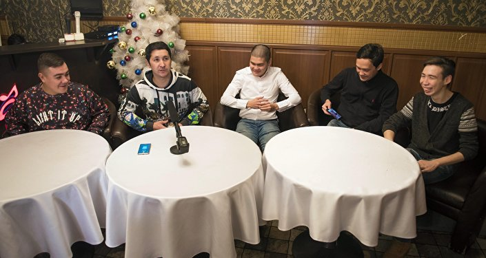 Участники команды Азия MIX во время интервью агентству Sputnik Кыргызстан в Бишкеке