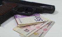 Паспорт гражданина Кыргызской Республики, пистолет и деньги столе