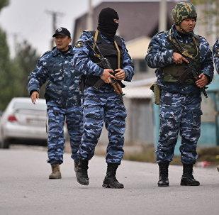 Сотрудники МВД Кыргызстана во время спецоперации. Архивное фото