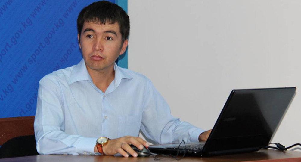 Жаштар иши, дене тарбия жана спорт мамлекеттик агенттигининмаалымат катчысы Нурдин Султамбаевдин архивдик сүрөтү