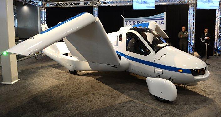 Модель Terrafugia летающего автомобиля в Международном автомобильном показе. Архивное фото