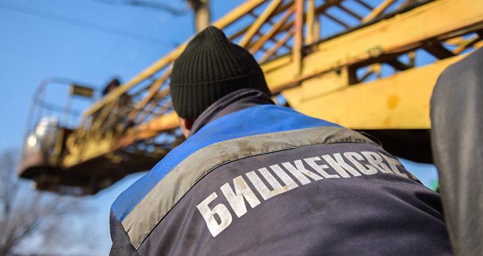 Сотрудник муниципального предприятия Бишкексвет. Архивное фото