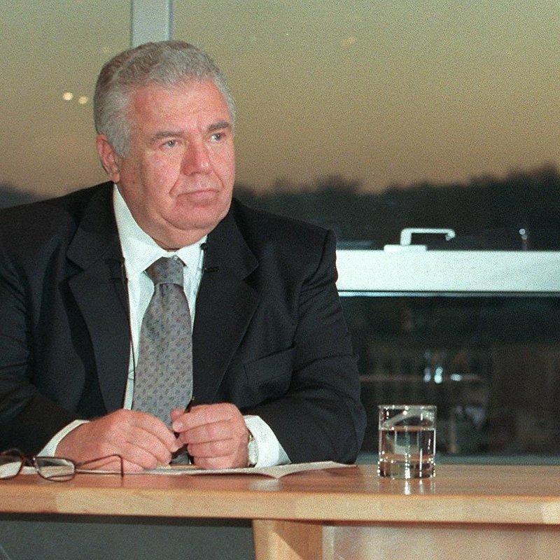 Генеральный директор Renault Луи Швейцер и губернатор бразильского штата Парана Джейм Лернер в городе Булонь-Бийанкур.