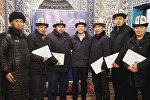 ОшМУнун Теология факультетинде уюштурулган семинар жыйынтыкталып, Баткен облусунун райондорунан келген 140 имамга сертификат тапшырылды