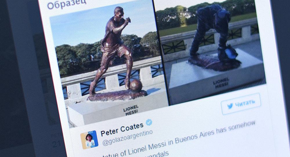 Буэнос-Айрестеги Барсанын чабуулчусу Лионель Мессинин белгисиздер араалап кеткен эстелиги, Peter Coates аттуу Твиттер колдонуучусунун баракчасынан тартылган сүрөт