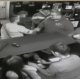 Камера запечатлела в клубе дебоширов, отобравших у ГБР оружие