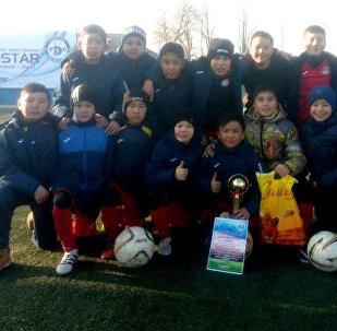 Казакстанда өткөн футбол мелдешине катышкан 13 жана 14 жаштагы кыргыз футболчулары
