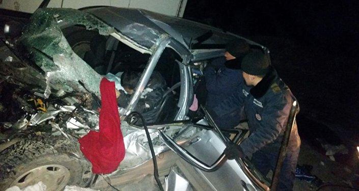 Бишкек—Ош унаа жолунун 128-чакырымында МAN үлгүсүндөгү оор жүк ташуучу унаа менен Honda CR-V унаасы кагышты