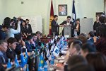 Депутаты Бишкекского городского кенеша  во время выборов мэра столицы. Архивное фото