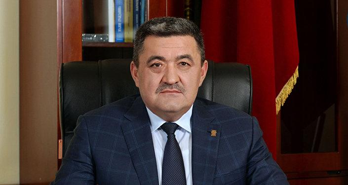 Бишкек шаарынын мэрлигине кайтадан шайланган Албек Ибраимовдун архивдик сүрөтү