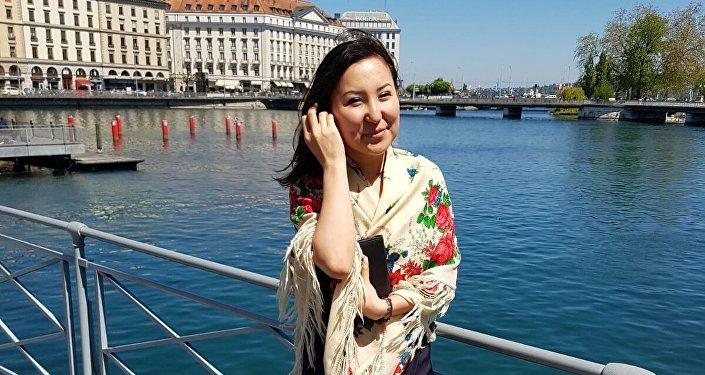 Польшанын Варшава шаарындагы эл аралык CBRE компаниясында финансы боюнча аналитик болуп эмгектенген, кыргызстандык Чолпон Мукамбетова