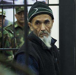 Обвиняемый в разжигании межэтнического конфликта на юге Кыргызстана в 2010 году Азимжан Аскаров в зале суда. Архивное фото