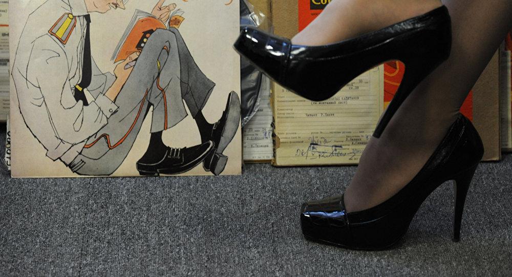 Девушка в каблуке. Архивное фото