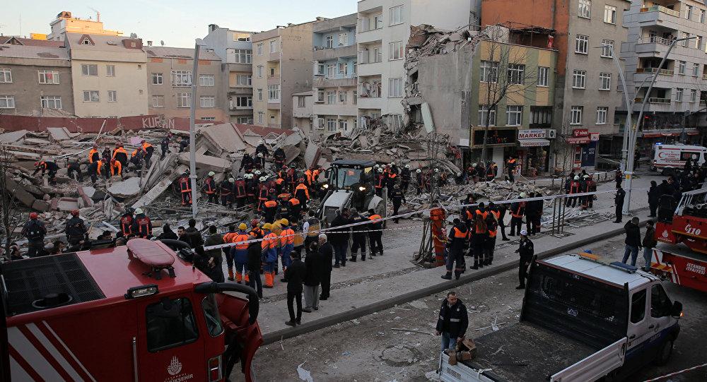 Стамбулдун Зейтинбурну районунда көп кабаттуу имарат урады