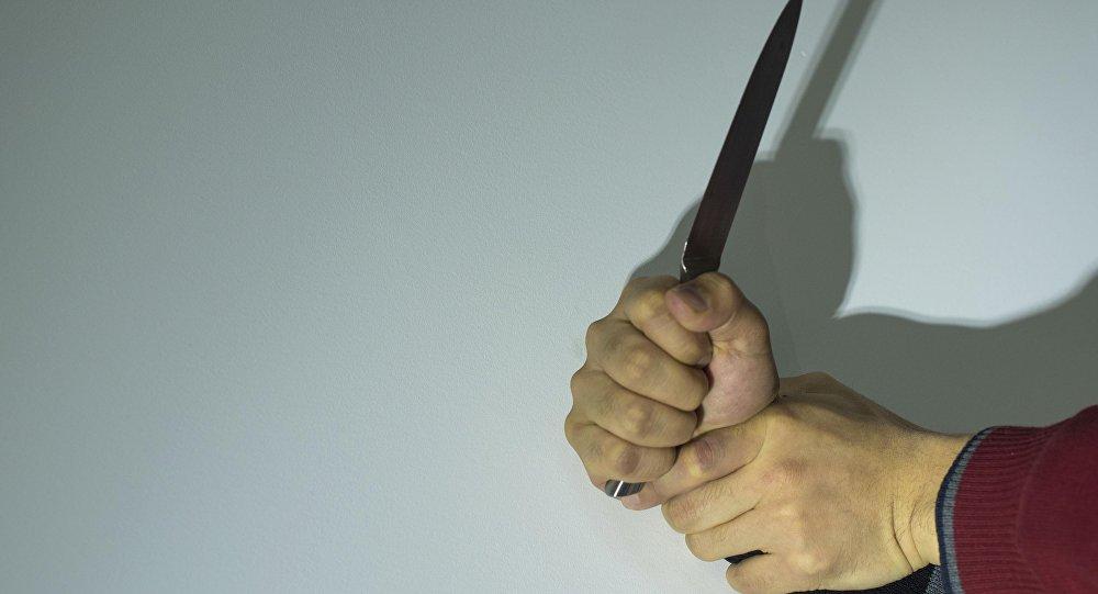 Мед. сотрудники спасли жизнь изрезанного навостоке Петербурга мужчины