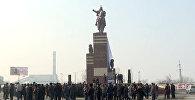 Кызыл-Кыя шаарында Айкөл Манаска 20 метрлик эстелик тургузулду