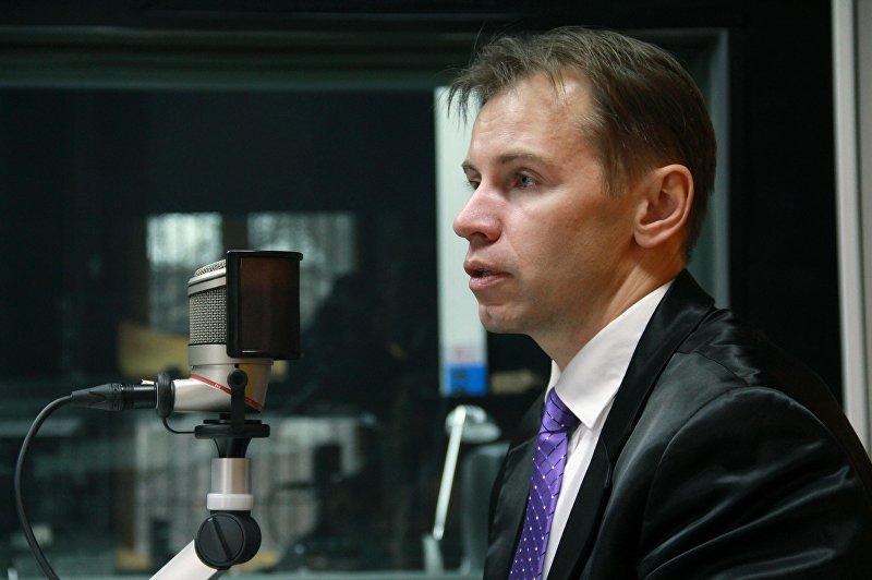 Руководитель Центра изучения способностей человека Астрон, астролог и практический психолог Андрей Рязанцев во время интервью на радио Sputnik Кыргызстан