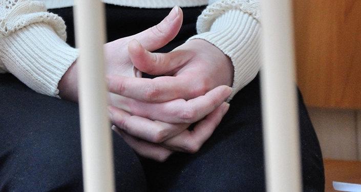 Подсудимая в зале суда. Архивное фото