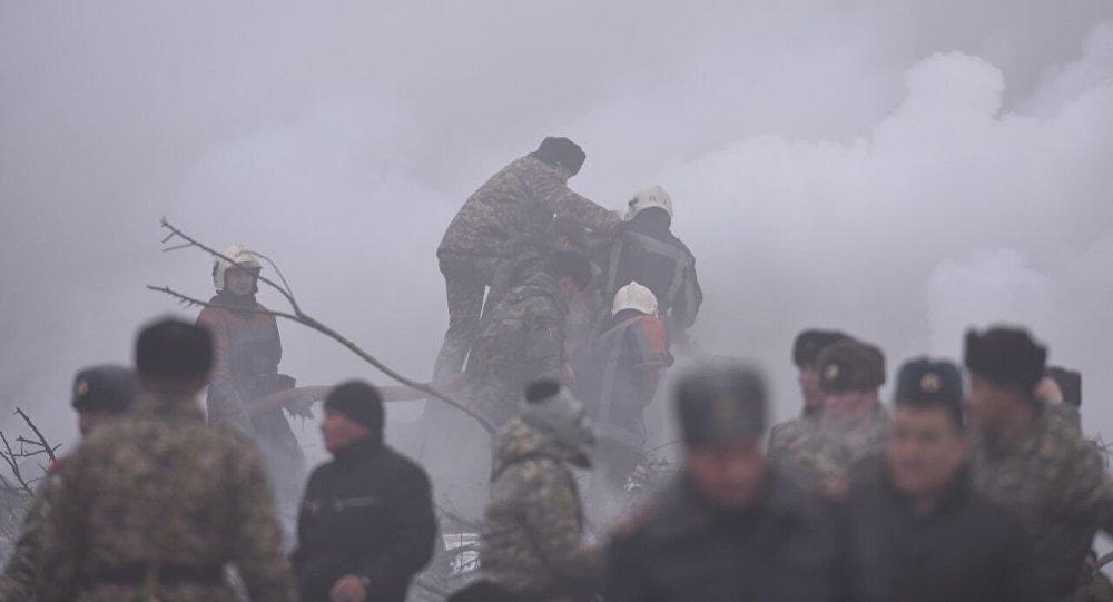Турецкий самолет рухнул надома вКиргизии. неменее 30 человек погибли