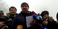 Первый вице-премьер Мухамметкалый Абулгазиев на месте крушения самолета Boeing-747 недалеко от аэропорта Манас