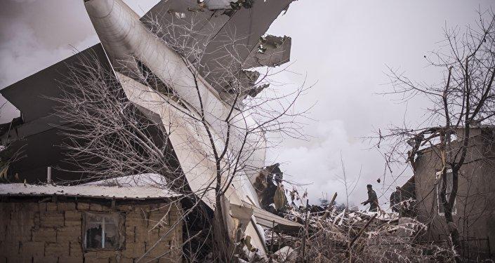 Дача айылына Түркиянын АСТ авиакомпаниясына таандык жүк ташуучу учак кулагандын кесепети