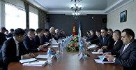 Вице-премьер Кыргызстана Жениш Разаков и заместитель главы правительства Узбекистана Адхам Икрамов обсудили в Оше приграничные вопросы