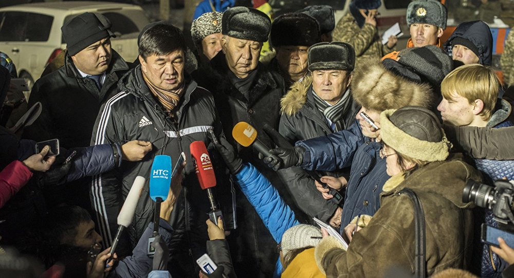 Первый вице-премьер Мухамметкалый Абулгазиев во время интервью журналистам