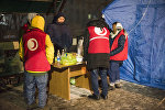 Временный лагерь у городского морга для родных и близких погибших в результате крушения грузового авиалайнера в селе Дача-Суу