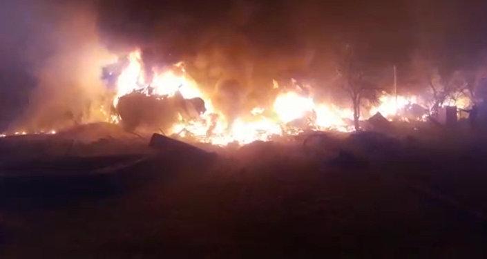 Первые минуты после крушения самолета — видео очевидца катастрофы