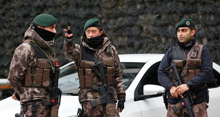 Түркиянын полиция кызматкерлери. Архив