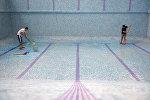 Мойка бассейна. Архивное фото