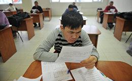 Тестирование иностранных граждан по русскому языку. Архивное фото