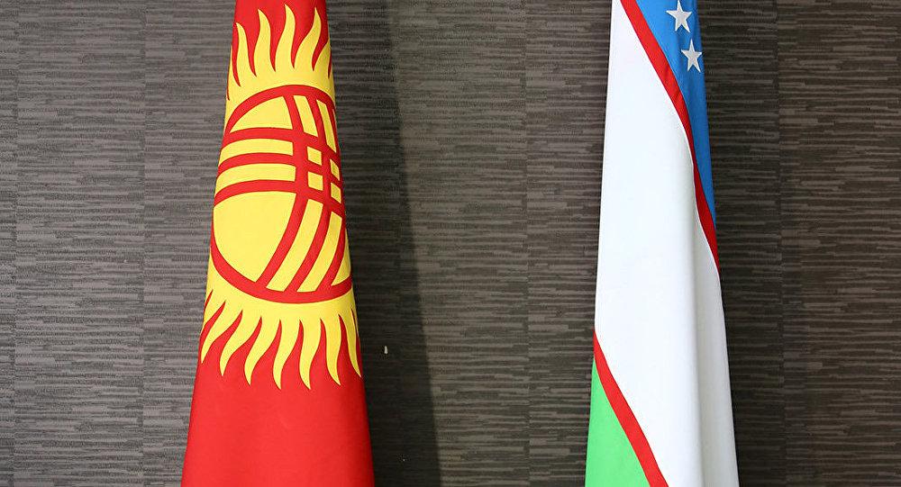 Флаги Кыргызской Республики и Узбекистана