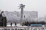 Бишкектеги Манас айкели. Архивдик сүрөт