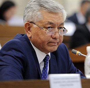 Архивное фото лидера фракции СДПК Исы Омуркулова