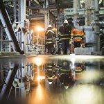 Обогатительная фабрики работает круглосуточно. Ее расчетная производственная мощность — 16 000 тонн руды в день