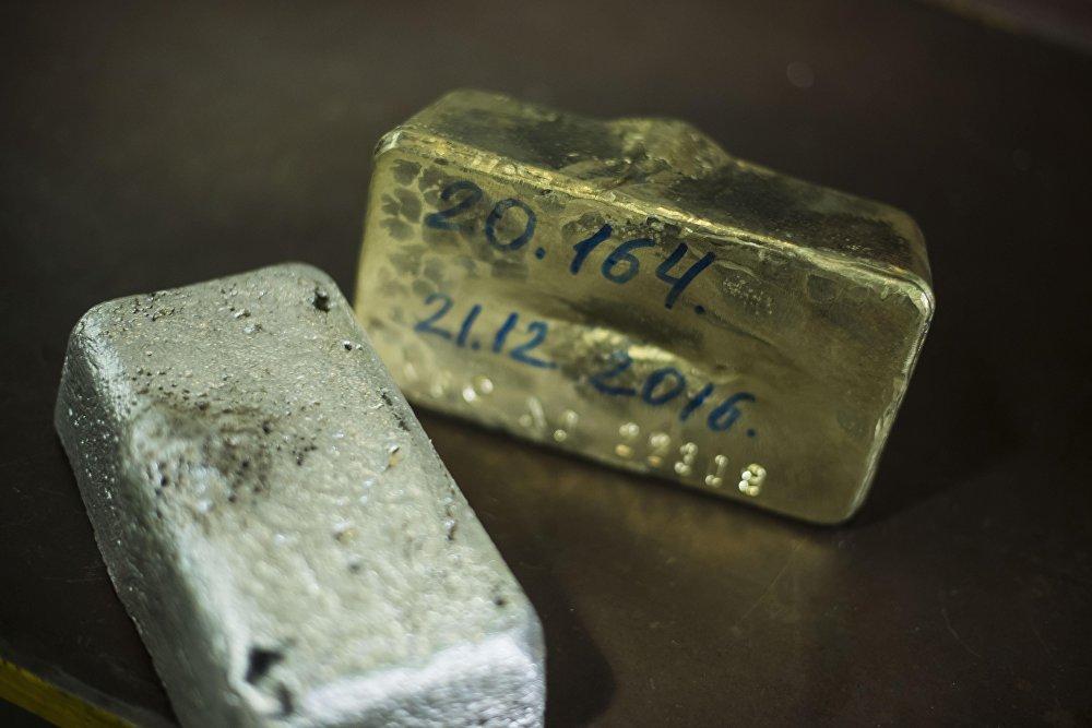 Слитки золота и серебра весят 20 килограммов