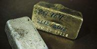 Образцы золота и серебра на заводе по обогащению золотоносной руды добываемой на руднике Кумтор. Архивное фото