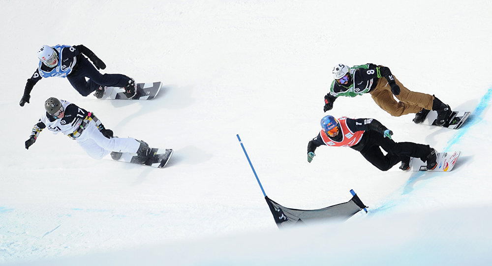 Сноубордисты во время соревнований. Архивное фото
