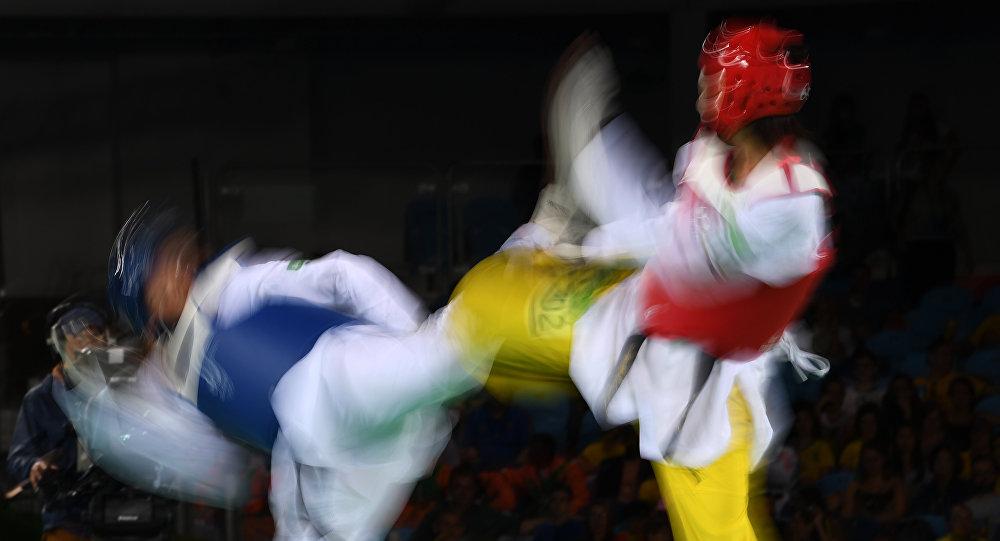Спортсмены во время чемпионата по таэквондо WTF. Архивное фото