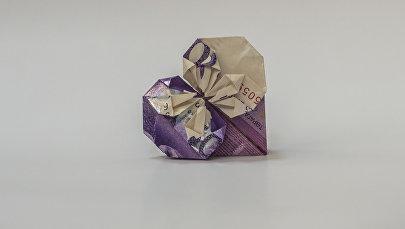 Оригами из денег. Архивное фото