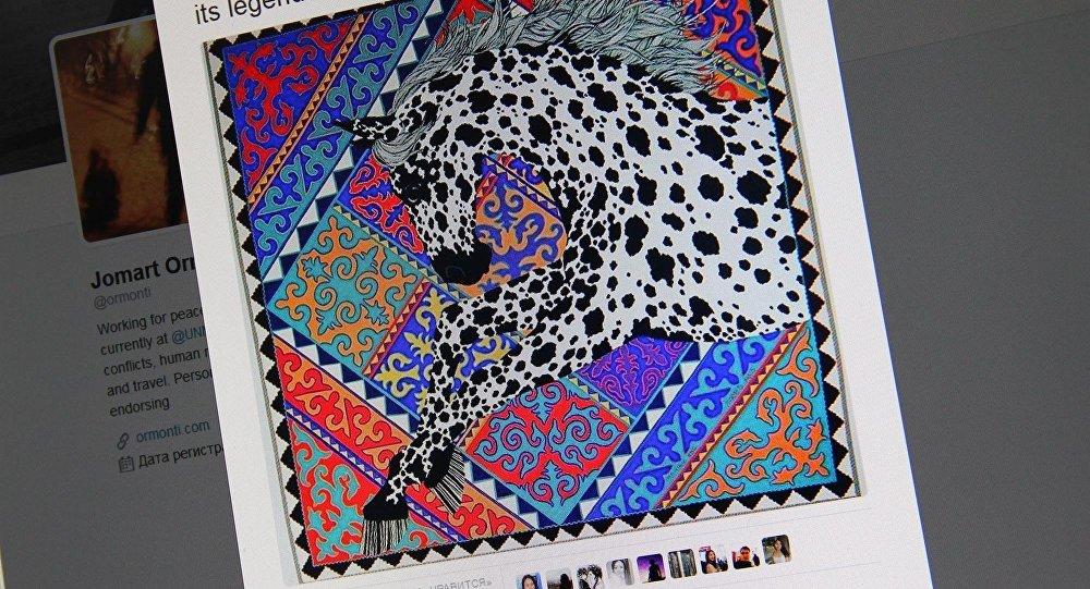 Снимок с социальной сети Twitter пользователя Jomart Ormonbekov. Платки с кыргызским орнаментом стоимостью почти тысяча долларов
