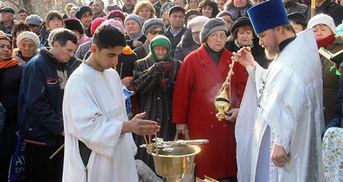 Богослужение прошло ранним утром в храме Архистратига Михаила, во время него традиционно были исповедь и причастие.