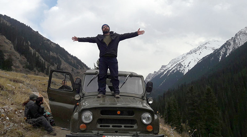 Основатель туристического агентства Kyrgyz trips Алекс Супинский во время выезда на природу