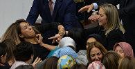 Түркиянын башкаруунун президенттик формасына өтүүсү боюнча Баш мыйзамга киргизиле турган өзгөртүүлөрү парламентте талкууланып жатканда депутат аялдардын мушташы