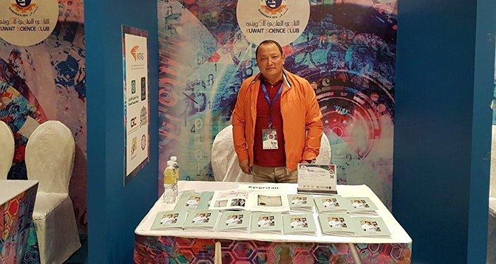 Директор Бишкекского научно-исследовательского центра травматологии и ортопедии Сабырбек Жумабеков на IX международном конкурсе изобретателей (International Ivention Fair in Middle East) в Кувейте